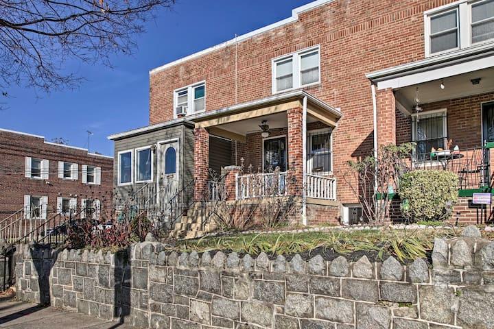 NEW! DC Townhouse, 2.4 Miles to National Mall!