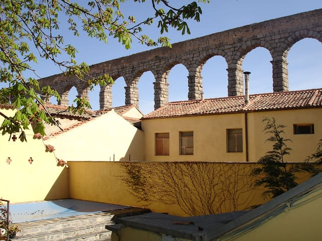 Nice studio close to the aqueduct.