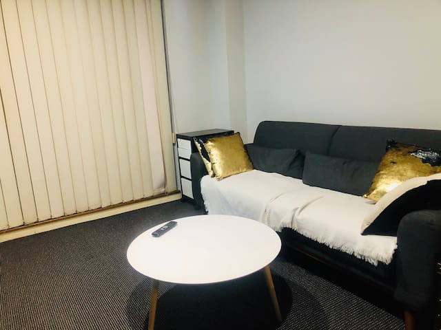 CBD Convenient single room for rent