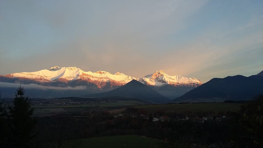 Grande maison familiale,  vue sur les montagnes