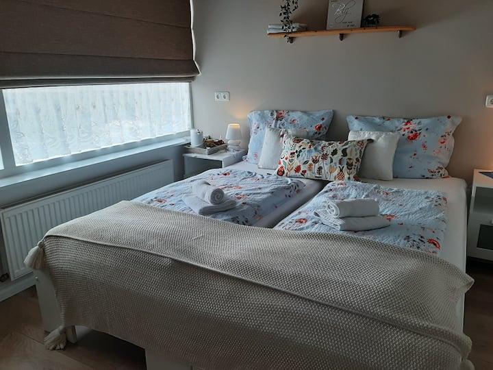 Privékamer(voorzijde)in gastvrij huis te Noordwijk