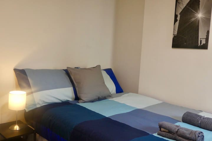 1 Bed Apartment with Sofabed Near City Centre