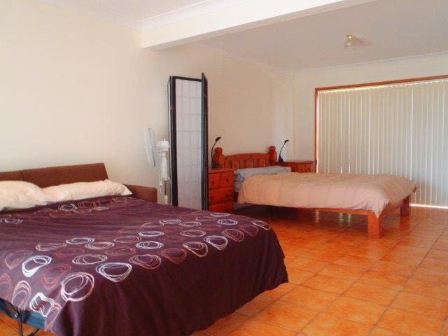 Walk to surf, beach, harbour, shops. Pet friendly - Ulladulla - Departamento