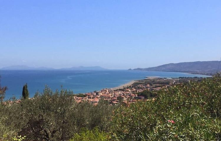 Grande villa tra gli ulivi in Sicilia