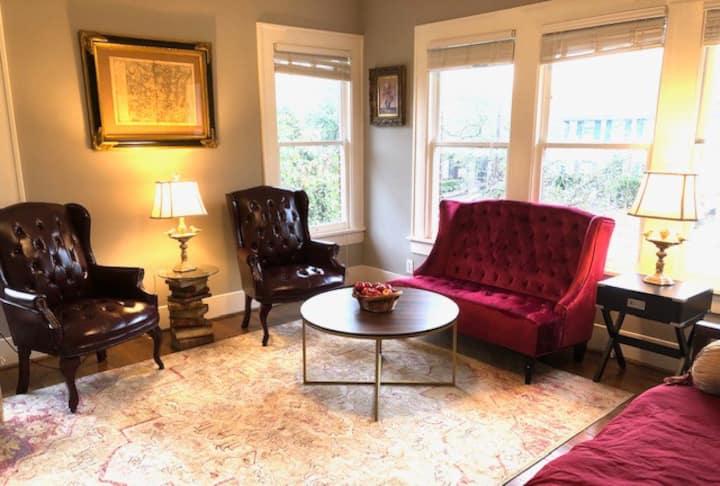 Montrose / River Oaks Apartment 3