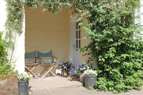 Knockhill Garden Flat, easy access from M74/M6
