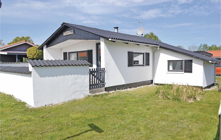 Holiday cottage with 1 bedroom on 43m² in Rønde