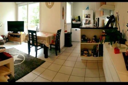 Chambre privé dans appartement au calme - Fargues-Saint-Hilaire