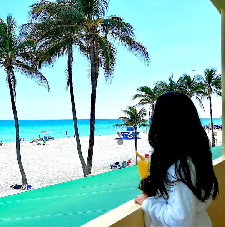 Hollywood beach 2 BR Apt with amazing Oceanview