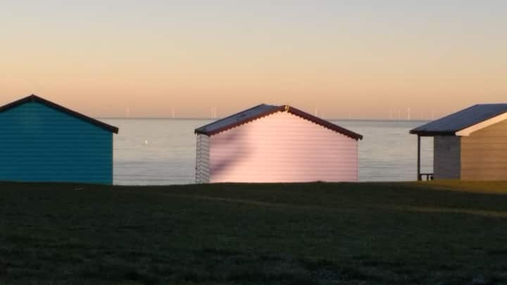 Daytime Beachhut Whitstable/Tanktn East single row