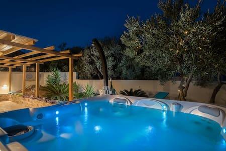 Sea Brezze Martini with Jacuzzi & Olive garden