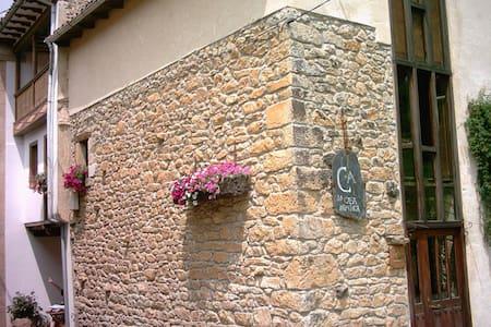 En pareja en el Oriente de Asturias - House