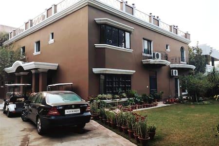 Villa Eight A