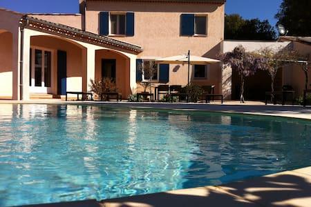 Provence: maison avec piscine chauffée - 2/12 pers - Allemagne-en-Provence
