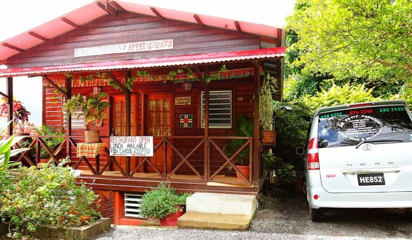 Le Petit Paradis Guesthouse & Restaurant - Wotten Waven - Domek gościnny