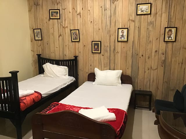 PRANIK 4 Cosy stay near Night super n railway stn.