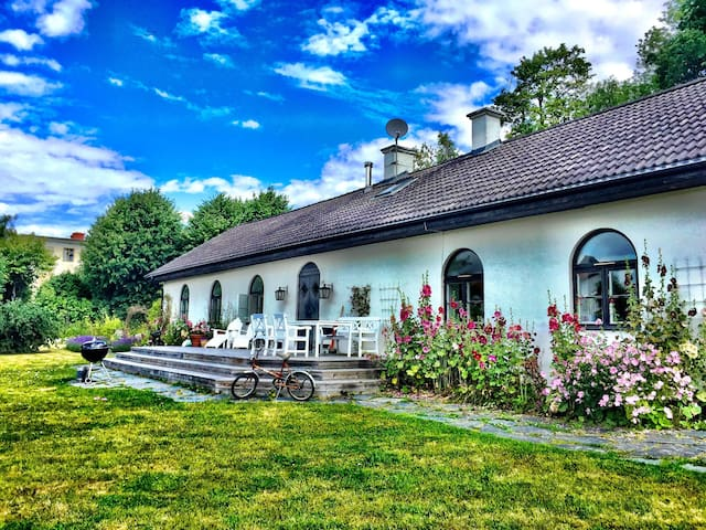 Dreamy countryhouse by lake. 45 min to Stockholm