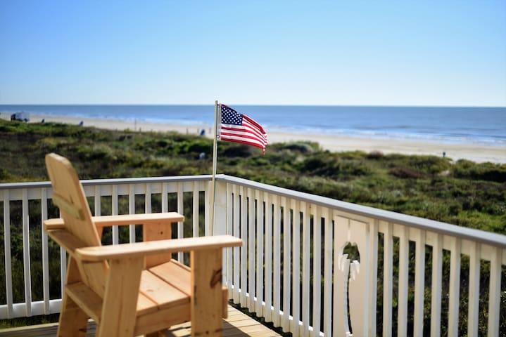New! Beachfront! 4bdr (3 kings)/3 bath/ Sleeps 17