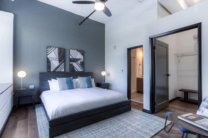 Huge Apartment, Sleeps 6, Downtown Detroit