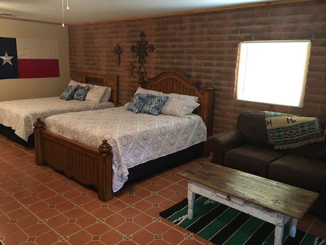 Flying V7 Ranch- Texas Room- Explore Rugged Beauty