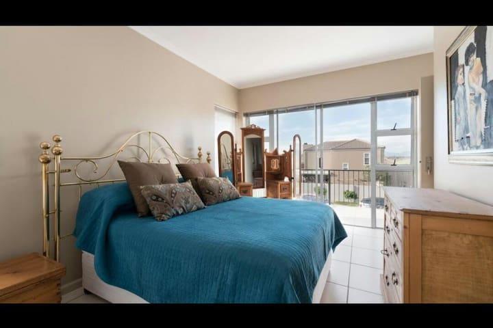 Big En-Suite Room with Balcony in Security Estate