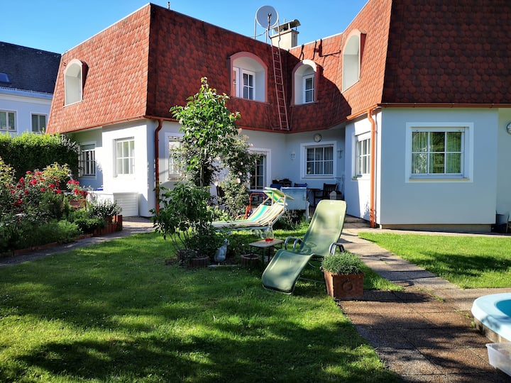 Hawei in Vienna - house with garden and pool