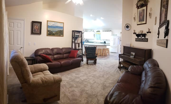 Large home, friendly Pocatello neighborhood