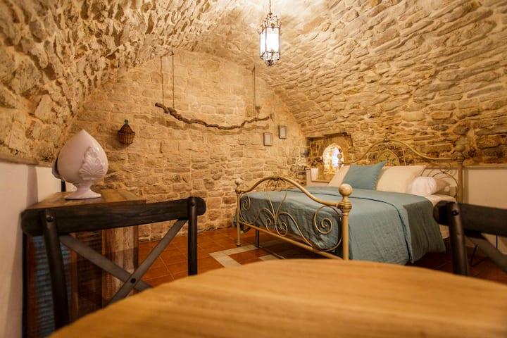 Melficta - Apulian Room