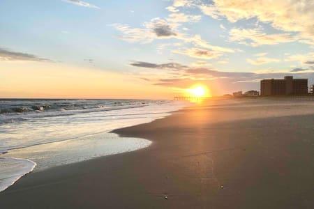 🏖 Oceanfront Complex w/ Private Beach Access!