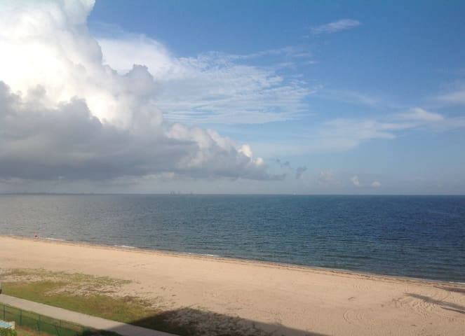 Beautiful North Beach Condo with Ocean/Beach views - Corpus Christi - Osakehuoneisto