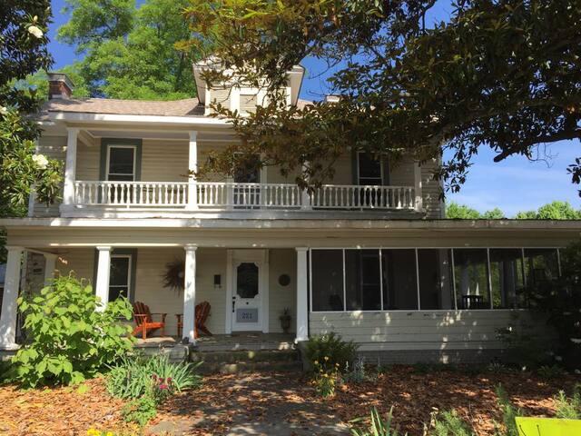 Magnolia House & Gardens