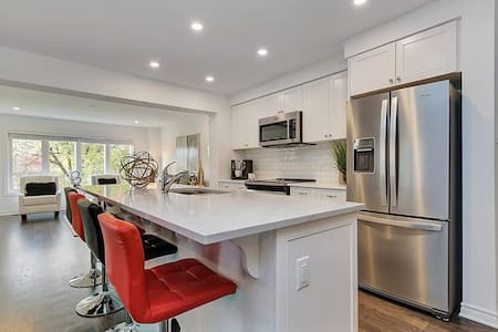 A cozy home ideal for Kanata/Stittsville guests