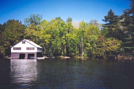Avail Thanksgiving weekend lake Rosseau cottage - Windermere