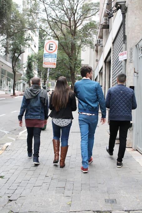 Caminhada inclui várias ruas do bairro