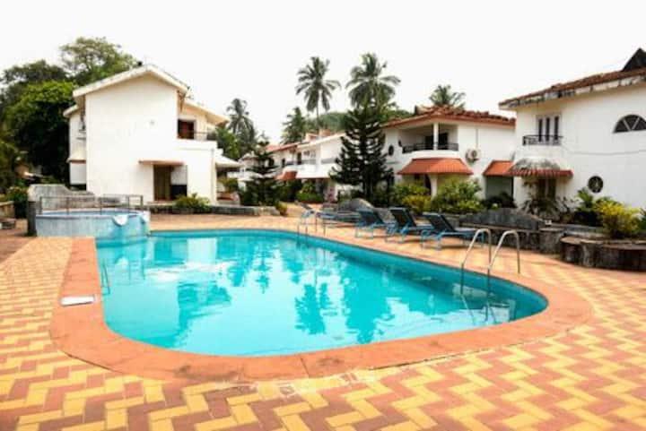 Candolim Beach villa 300mts to beach with pool