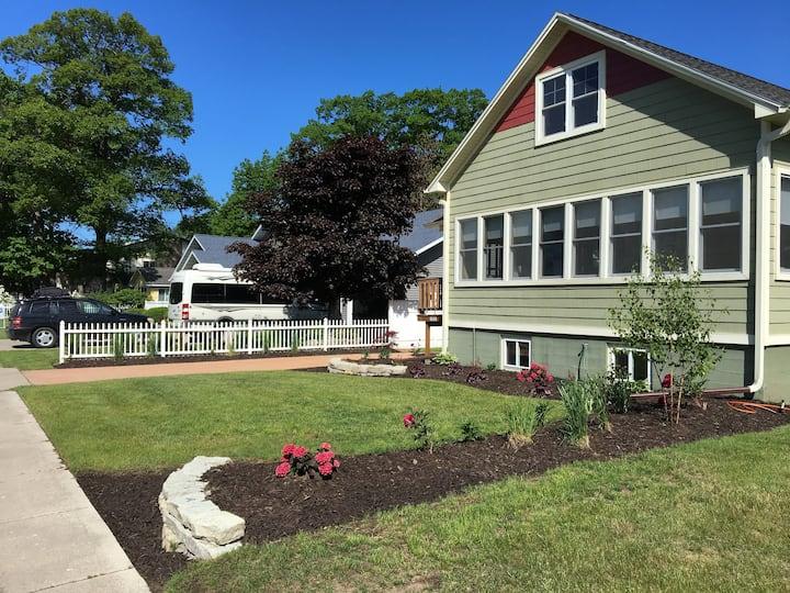 Upper Peninsula -Gladstone -Twin Oaks Guest House
