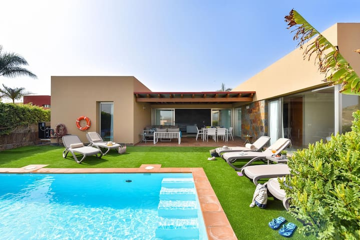 Par 4 Villa 9 with Pool in Salobre