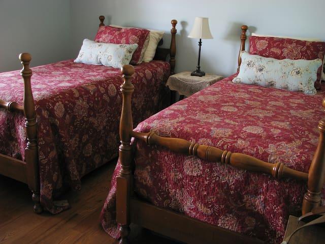 Comfy Room with a View at The Farmette - Nicholasville