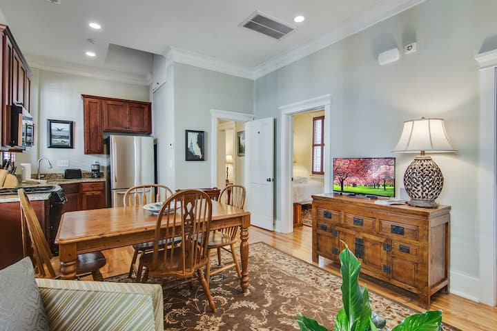Two-bedroom dog-friendly condo w/shared outdoor patio w/grill, free WiFi & more