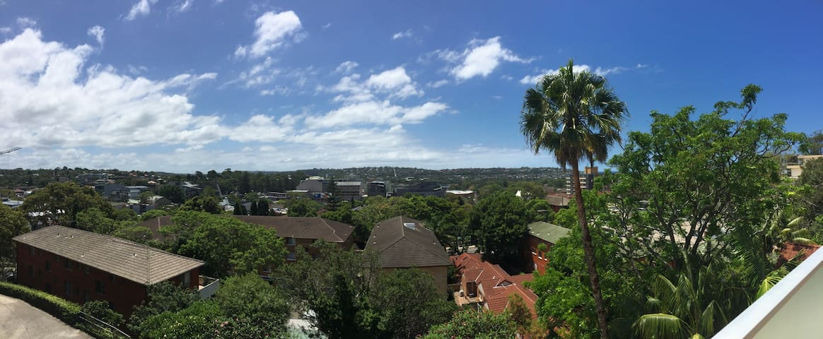 Spacious & sunny 2bed apartment close to the beach - Dee Why - Daire