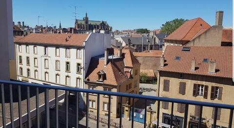Joli studio Metz centre, balcon vue cathedrale