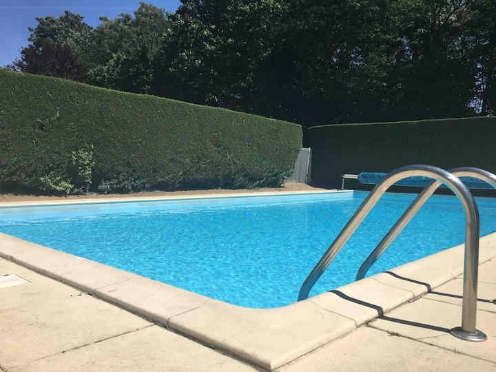 Appartement T2 terrasse piscine baignoire Balneo