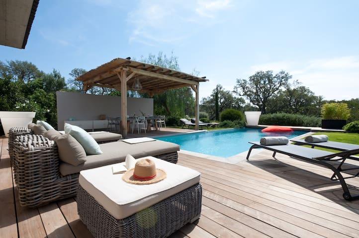 Villa contemporaine, 4 chambres, proche St Cyprien