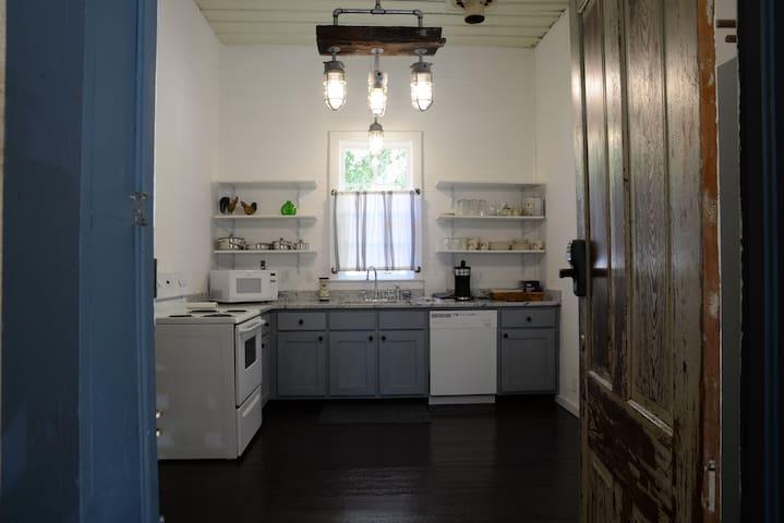 Historic Waverly House, 2 bdrm/1bath - Waverly - House