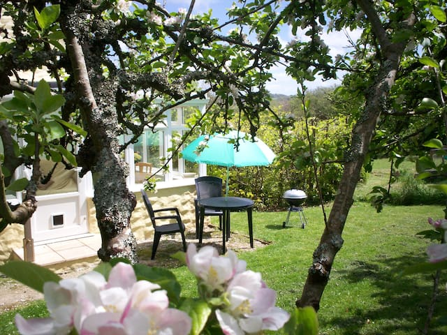 Orchards End idyllic setting Nr Perranporth Beach.
