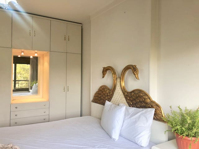 Sunny Private Room in the Heart of Maadi