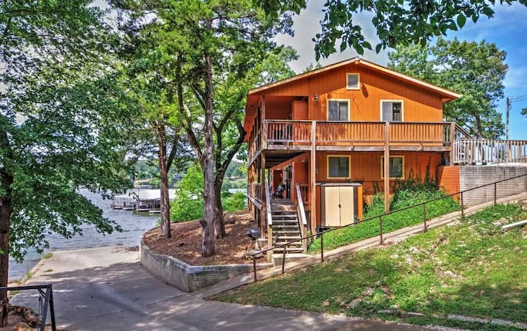 3BR Camdenton Apartment w/Lakefront Views! - Camdenton