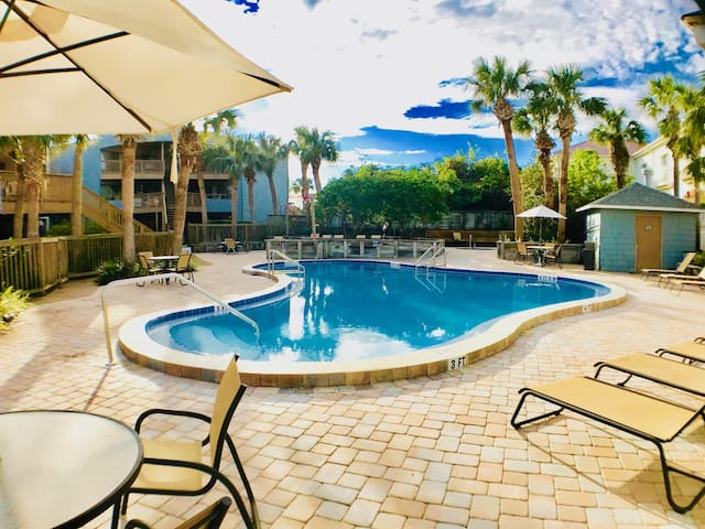 Resort Style Ground Floor 2br Beach Condo