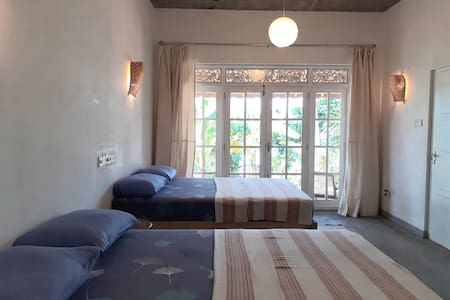 "GREAT DEAL ""Mamma Mia Mirissa"" AC room with beach"