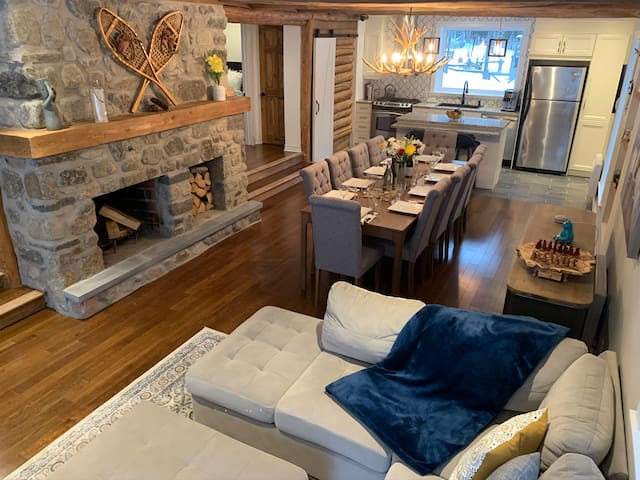 Tremblant Lakefront Rustic-Chic Log Chalet